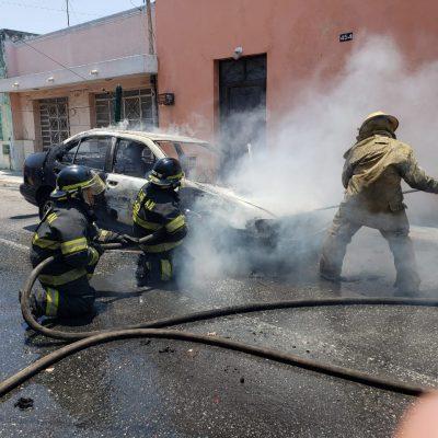 Se incendia su auto saliendo del taller