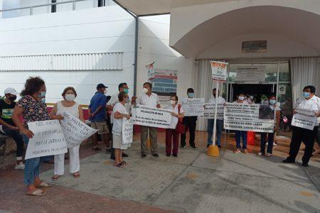Protesta de jubilados del Issste, en la Clínica Lindavista