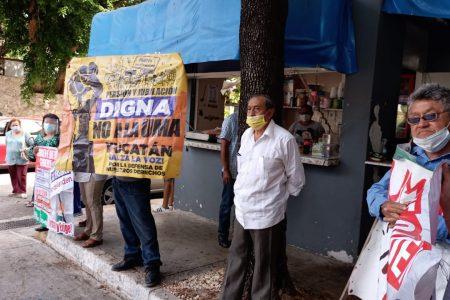 Jubilados del Issste exigen pago de sus pensiones en salarios mínimos, no en UMAs