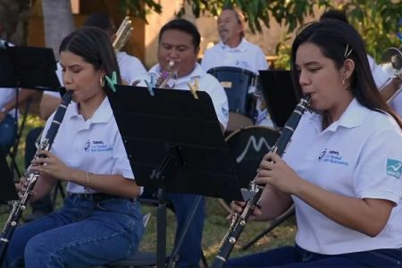 Banda de música del Ayuntamiento  de Tizimín se une a Pedro Couoh