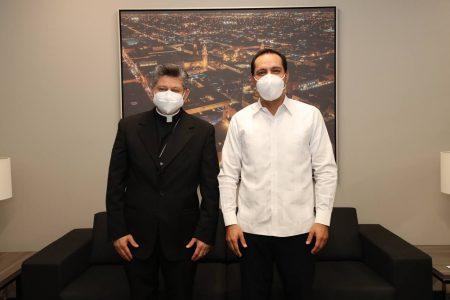Recibe el Gobernador Mauricio Vila la visita de Monseñor Fermín Sosa Rodríguez