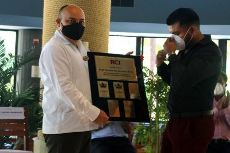 Hotel Reef Yucatán recibe certificado GOLD CROWN por RCI