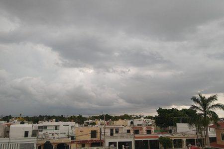 Seguirán las lluvias en Yucatán, causadas por un canal de bajas presiones y el frente frío 56
