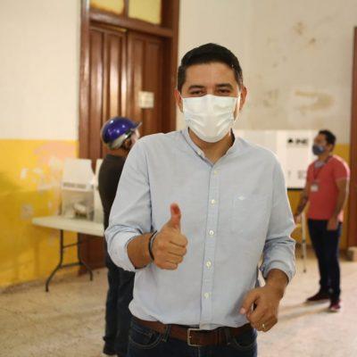 Diego Ávila Romero ejerció su derecho al voto