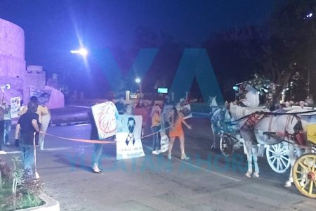Se manifiestan en el Monumento a la Patria en contra del maltrato animal