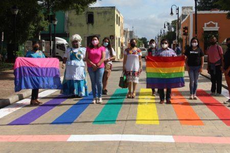 Pintan en Valladolid paso peatonal de la diversidad sexual