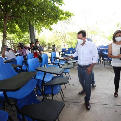 Equipan con nuevo mobiliario 14 escuelas primarias de Mérida