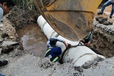 Realizan trabajos para mejorar pasos de agua en carretera que divide un fraccionamiento y la Ciénaga de Progreso
