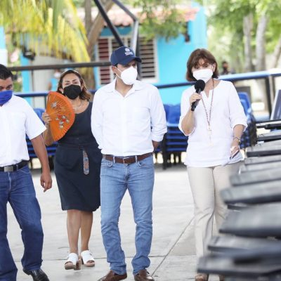 El Gobernador Mauricio Vila entrega mobiliario nuevo para más escuelas públicas