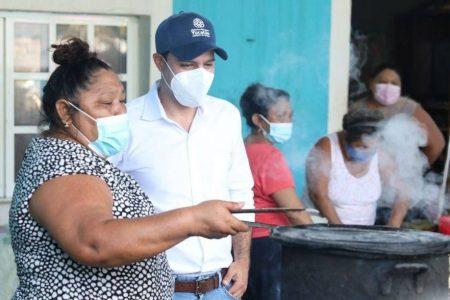 El Gobernador Mauricio Vila apoya negocio de una mujer de Umán