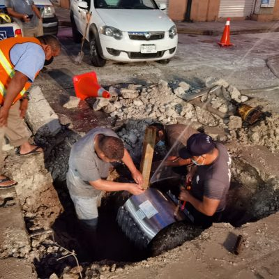 Japay repara de emergencia una fuga de agua en el centro de Mérida