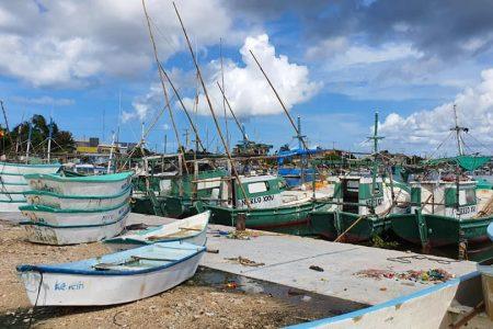Inactividad por lluvia deja millonarias pérdidas al sector pesquero de Yucatán