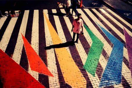 Pintan en Mérida paso peatonal con los colores de la diversidad sexual