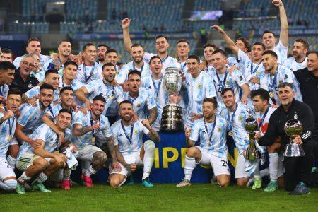 Leo Messi gana el título que se le negó a Diego Maradona con Argentina