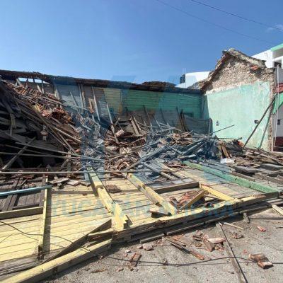 Se derrumba antigua casa de madera en el puerto de Progreso