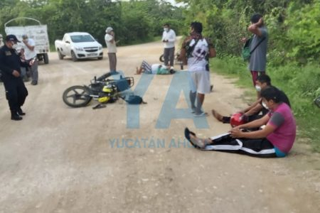 Choque de motos, a la entrada de una granja Bachoco