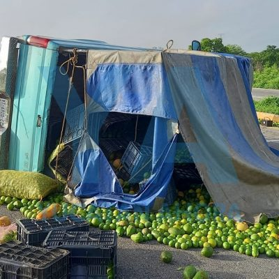 Vuelca camioneta con frutas y verduras: resultan lesionados dos jóvenes hermanos de Tekax