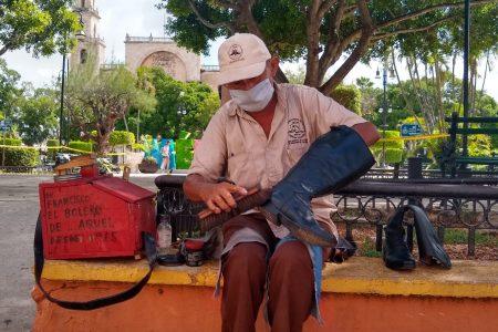 Aseadores de calzado quieren un día en su honor y que les entreguen apoyos