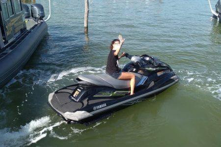 Hallan a la deriva moto acuática: se soltó de sus amarres frente a una casa veraniega