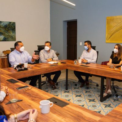 El alcalde Renán Barrera se reúne con regidores electos