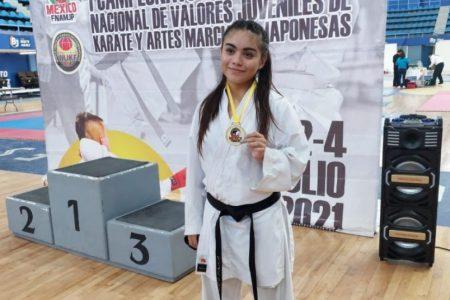 Ayuda a Airam Mariana a viajar a Rumania a una competencia internacional de karate do
