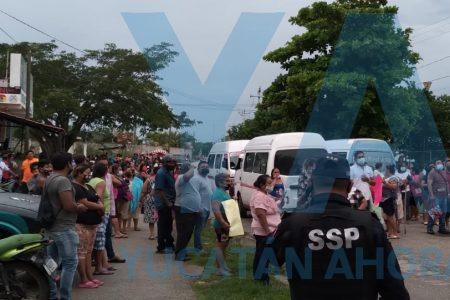 Bloquean entrada a Dzununcán: piden indemnización para deudos de las víctimas de trágico choque