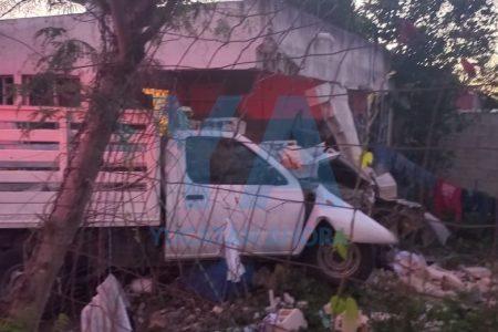 Camioneta sin frenos se impacta contra una vivienda: seis menores lesionados