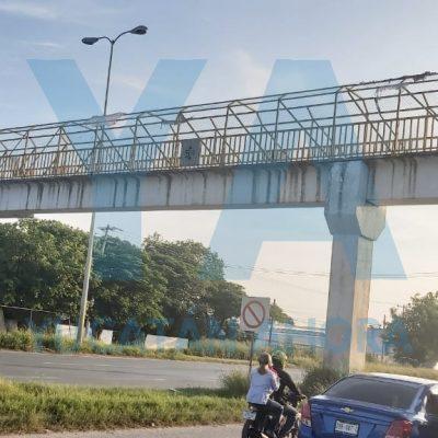 Lo vieron en lo alto de un puente en la carretera Mérida-Umán, y creyeron que iba a suicidarse