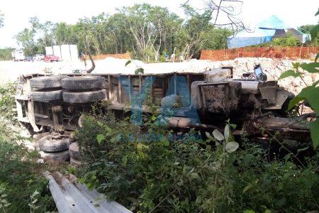 Pipa causa desastre en tramo de la autopista Mérida-Cancún donde construyen el Tren Maya