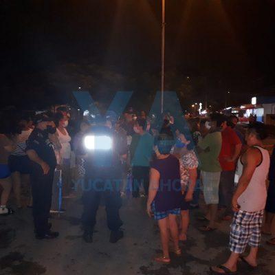 Vecinos de Plan de Ayala Sur piden luz: bloquean calle para que la CFE les haga caso