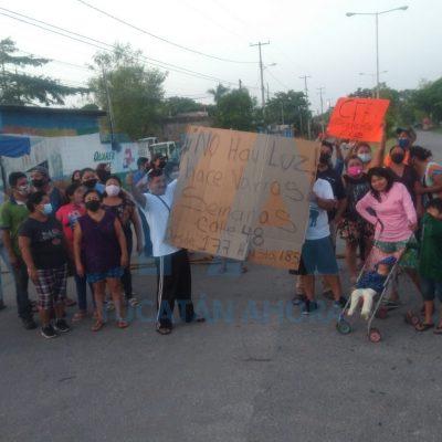 Vecinos de Plan de Ayala Sur amanecen con bloqueo de la calle 50