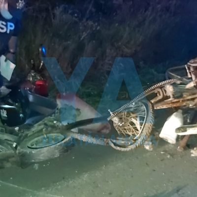 Camioneta Urvan impacta un motocarro y un tricitaxi: un muerto y un lesionado