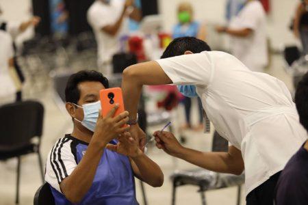 Comienzan a aplicar vacunas de Pfizer contra Covid-19 para rezagados en Mérida