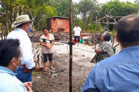Visitan familias vulnerables en Tizimín