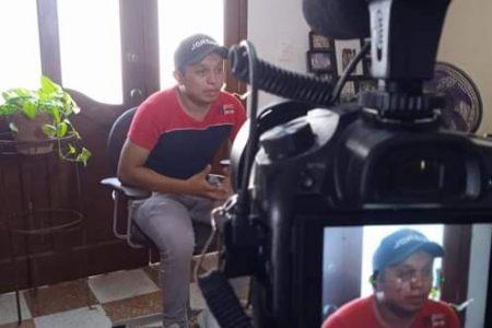 Joven mayahablante yucateco participa en una cápsula de Univisión