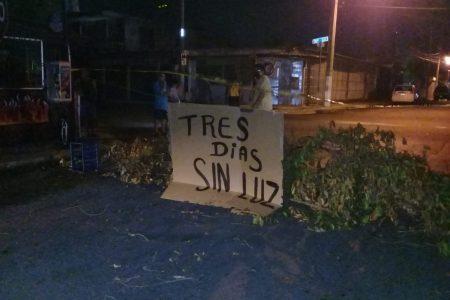 También en la Bojorquez cierran calles, por la falta de electricidad