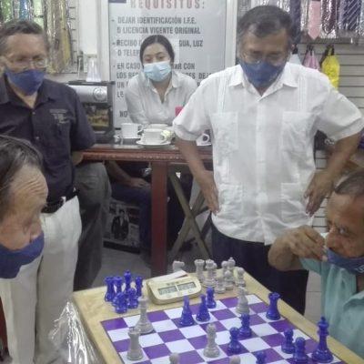 El pez chico se come al grande sobre el tablero de ajedrez en un 'dual meet' entre abuelos