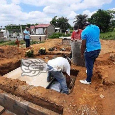 Agentes de la PGR exhuman el cuerpo de José Eduardo