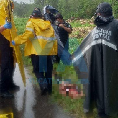 Derrapa joven motociclista: lo llevan inconsciente al hospital