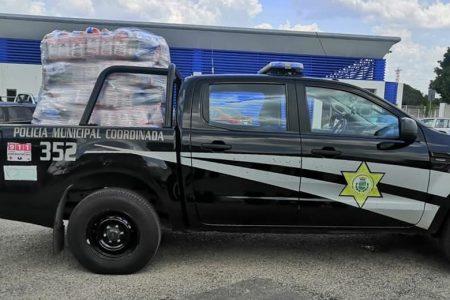 Agentes de la FGR inspeccionan patrullas de la Policía Municipal de Mérida