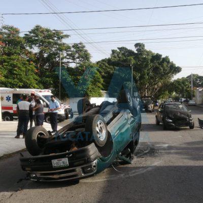 Choque y volcadura con dos lesionados en la García Ginerés