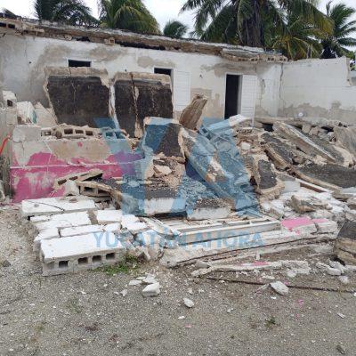 Se derrumba casa veraniega abandonada en Chelem
