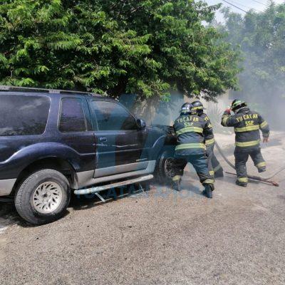 Se incendia camioneta en la Unidad Morelos