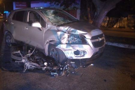 Tragedia en la Mayapán: no vio un alto y atropelló a un motociclista
