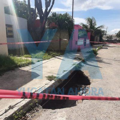 Se abre la tierra en una calle de la Manuel Crescencio Rejón