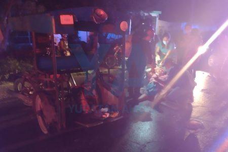Auto manda a 'volar' un mototaxi en la Mérida-Tixkokob: dos hermanos acaban en el hospital