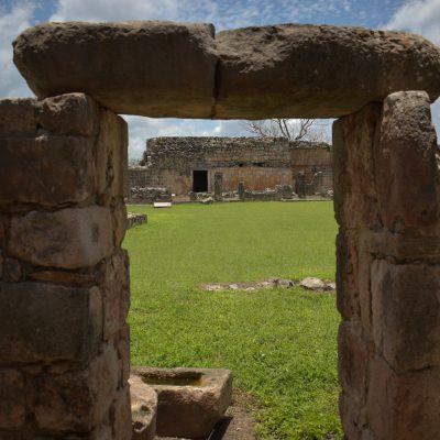 Oxkintok, ciudad maya de los tres soles