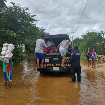Grave inundación en poblado de Tekax: tuvieron que subirse al domo de la comisaría