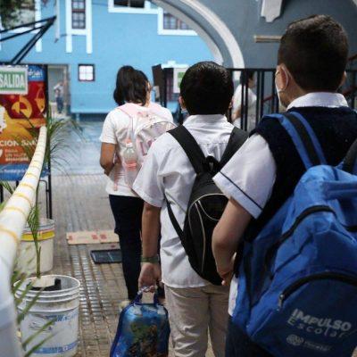 Buena afluencia de alumnos y maestros en la primera jornada de clases presenciales