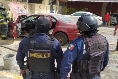 Se incendia auto en estacionamiento del centro de Mérida